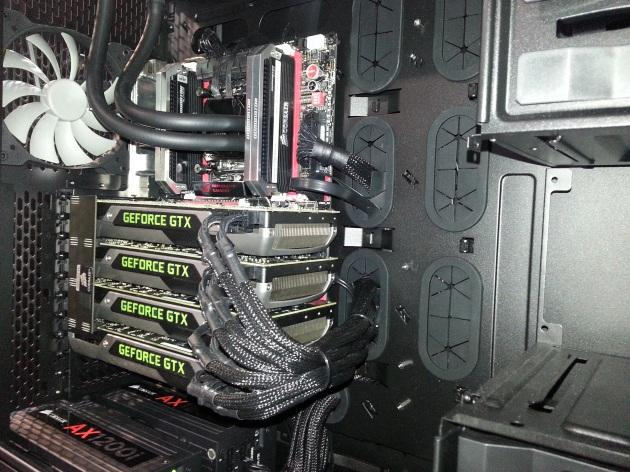 PC extremo com Quad SLI e duas fontes de 1200W Corsair