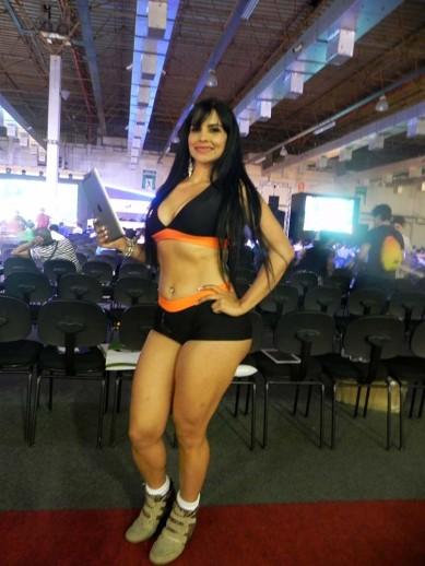 Booth_babe_gata_Brasil_Game_Cup_BGS_2014