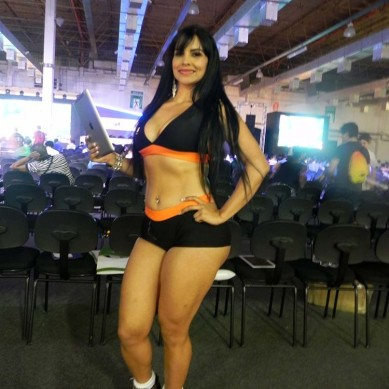 Booth_babe_gata_Brasil_Game_Cup_BGS_2014